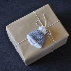 mini bonnet - décoration fait main, création Pierre, Feuille, Ciseau !