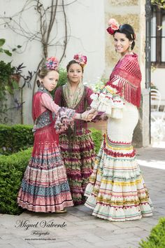 Spanish woman and girls in flamenco dress Flamenco Costume, Flamenco Skirt, Flamenco Dancers, Spanish Dancer, Spanish Woman, Beautiful Latina, Skirts For Kids, Spanish Fashion, We Are The World