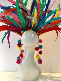 Multi color Headdress- Rainbow feather headdress- Rainbow headband- Pride week- fascinator- Pom poms Hello, I just love Pom poms. Mardi Gras Costumes, Carnival Costumes, Fascinator, Theme Carnaval, Rainbow Headband, Coque Feathers, Feather Headdress, Crazy Hats, Rio Carnival