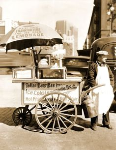 Hot dog stand on North Moore Street in lower Manhattan, April Photo by Berenice Abbott, from the collection of the Museum of the City of New York. Hot Dogs, New York Photos, Old Photos, Hot Dog Wagen, Vintage Photographs, Vintage Photos, Foto Vintage, Velo Cargo, Foto Picture