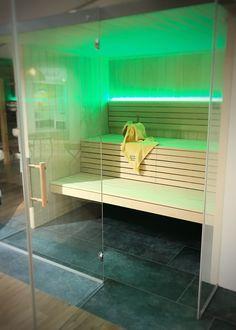 #sauna #glasfront #farblicht