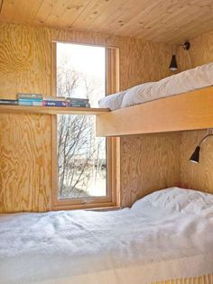 can do this as a corner in office. Plywood Interior, Plywood Walls, Bunk Rooms, Bunk Beds, Interior Architecture, Interior And Exterior, Interior Design, Tiny House Design, Cabin Interiors