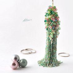 Купить Мятные грезы - колье-подвес - оригинальное украшение, бисерное украшение, бисерный черный жгут