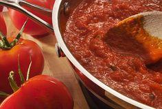 Rajčatová omáčka na pizzu - recept. Přečtěte si, jak jídlo správně připravit a jaké si nachystat suroviny. Vše najdete na webu Recepty.cz.