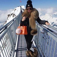 #fur #futro #fashion #furcoat #fourrure #furlove #furfashion #streetstyle #street #style #stylish #luxury #elegant #beautiful #girl #girls #woman #women #bont #bigfur #bontje #bontjas #hot #cold #warm #stunning #mode #model #fabulous #classy