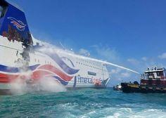 El crucero incendiado en Puerto Rico es remolcado a un muelle de San Juan