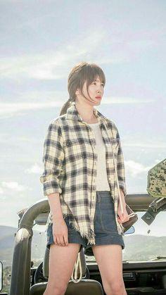 Descendants of the Sun-Korean Drama_Song Hye-kyo_Subtitle-Indonesia Gentleman Songs, Song Hye Kyo Style, Korean Drama Songs, Korean Dramas, Songsong Couple, New Teen, Korean Actors, Kpop Girls, Korean Girl
