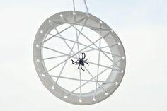 Simple Halloween spider web craft