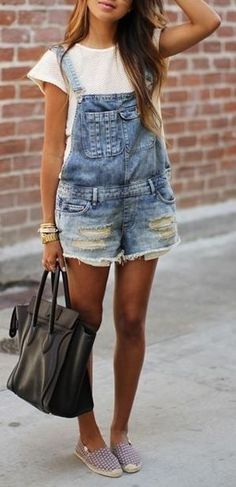 Denim overalls from Sincerely Jules. Denim overalls have been making a comeback and suggest that fashion trends occur in an ongoing circular cycle. Salopette Short, Outfit Trends, Denim Overalls, Short Overalls, Overalls Fashion, Denim Jumpsuit, Overalls Outfit, Overalls Style, Denim Skirts