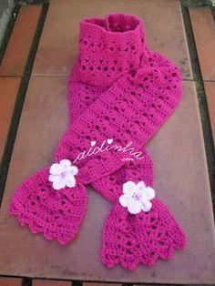 Cachecol infantil, em crochet, rosa choc com flores rosa claro