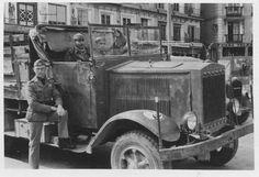 """Un camión Krupp L3 H 163, de la Legión Condor en la Plaza Zocodóver de Toledo. En los guardabarros un """"Holzauge"""", que identificaría el camión como del primer Staffel del Jagdgruppe 88."""