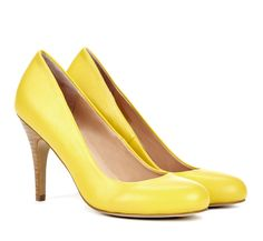 Yellow Pumps. Cute.
