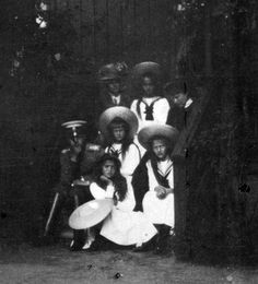 Girls with GD. Ella and Dmitri Pavlovich at Peterhof - 1909. Blurry photo.