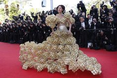 """║║║║THE BOSS║║║║ on Twitter: """"Vestito Ferrero Rocher real #NoPovery ma really #addioalcazzo http://t.co/EtwqMFEMsr"""""""