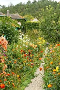 A Narrow Path in Monet& Garden at Giverny . A Narrow Path in Monets Garden at Giverny . Garden Paths, Garden Landscaping, Landscaping Ideas, Garden Art, The Secret Garden, Cottage Garden Design, French Cottage Garden, Parcs, Dream Garden