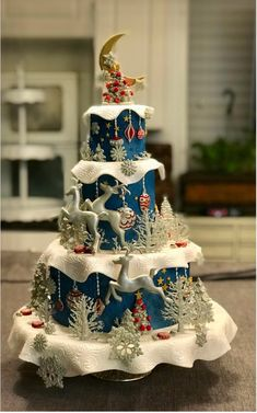 Very artistic Winter cake. Very artistic Winter cake. Gorgeous Cakes, Pretty Cakes, Cute Cakes, Amazing Cakes, Crazy Cakes, Christmas Treats, Christmas Baking, Christmas Cakes, Christmas Birthday