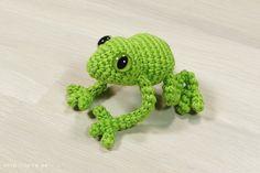 Free crochet pattern: Small tree frog // Kristi Tullus (sidrun.spire.ee)