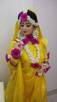 New Bridal Pictures Brides Bouquets Ideas Bridal Mehndi Dresses, Pakistani Bridal Makeup, Bridal Outfits, Indian Bridal, Bengali Wedding, Bridal Looks, Bridal Style, Flower Jewellery For Mehndi, Flower Jewelry