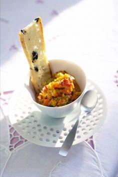Geröstete Gemüsepaste mit Olivencrisps Rezept - ESSEN & TRINKEN