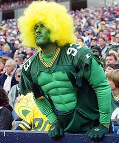 Evidence of Crazy Fans A few pictures of the crazy fans of sports. It seems that American football and European football or soccer have the craziest fans. College basketball fans seem to be pretty devoted as well. Green Bay Packers Fans, Green Bay Football, Packers Football, Greenbay Packers, Soccer Fans, Nfl Fans, Football Fans, European Football, American Football