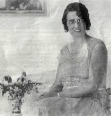 MARGARITA COMAS CAMPS (1892-1973) Margarita Comas es una figura reconocida en el campo de la pedagogía española, al que dedicó la mayor parte de su actividad profesional e intelectual: trabajó fundamentalmente como profesora de ciencias en las Escuelas de Magisterio, y entre 1933 y 1936 fue profesora de Biología Infantil en la facultad de Pedagogía de la Universidad Autónoma de Barcelona.
