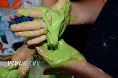 10 eksperymentów z wodą, które możesz zrobić w domu | Mama w domu Kids Playing, Crafts For Kids, Diy, Crafts For Children, Boys Playing, Kids Arts And Crafts, Bricolage, Children Play, Do It Yourself
