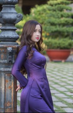 Ao Dai, Desi Girl Image, Cute Asian Girls, Beauty Full Girl, Beautiful Asian Women, Traditional Dresses, Asian Woman, Sexy Dresses, Vietnam