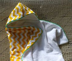 Cotton Backed Beach Towel (Beginners Sewing Tutorial + FREE Template) – Everyday Mom Ideas Baby Sewing Projects, Sewing For Kids, Sewing Tutorials, Sewing Ideas, Hooded Towel Tutorial, Baby Towel, Trendy Kids, Baby Kind, Baby Crafts