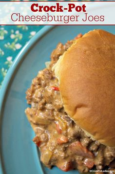 Crock-Pot Cheeseburger Joes - Enjoy this super simple and kid friendly recipe for Crock-Pot Cheeseburger Joes Sort of like Sloppy Joes only cheesy and so very yummy CrockPotLadies CrockPot SlowCooker DinnerRecipes Hamburger Recipes, Ground Beef Recipes, Crock Pot Hamburger, Hamburger Buns, Cheese Burger, Slow Cooking, Cooking Steak, Cooking Games, Cooking Light