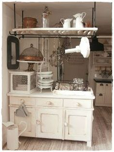 kitchen in scale Pink Dollhouse, Miniature Dollhouse Furniture, Miniature Rooms, Miniature Kitchen, Miniature Crafts, Miniature Houses, Dollhouse Miniatures, Dollhouse Ideas, Mini Kitchen