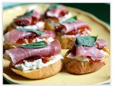 baguette, prosciutto crudo, ricotta fresca, basilico, marmellata di fichi, sale