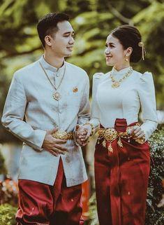 Cambodian Wedding, Khmer Wedding, Thai Traditional Dress, Traditional Clothes, Thai Wedding Dress, Wedding Dresses, Thai Brides, Pre Wedding Photoshoot, Asian Fashion