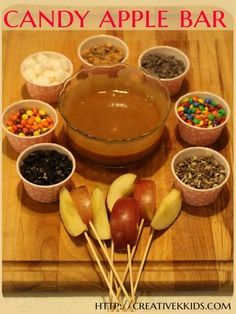 Tasty Tuesdays: Candy Apple Bar A candy apple bar is so easy to make! Kids and adults will love it!: (Halloween Crafts For Teens) More from my site Tasty Tuesdays: Candy Apple Bar – Geburtstag – The 11 Best Halloween Crafts for Kids Hallowen Food, Halloween Food For Party, Halloween Food For Adults, Halloween Recipe, Halloween Candy Apples, Kids Halloween Party Treats, Halloween Food Recipes, Birthday Party Food For Kids, Halloween Meals
