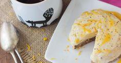 Recette sans gluten : Epatez vos invités avec ce cheesecake sans gluten vegan ! Cette recette saine et sans cuisson associe les fruits frais, secs et oléagineux. Yummy !
