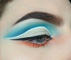 Dzisiejszymi królami postu jest biały eyeliner Lovely i biały eyeliner Nyx. Krótko porównam oba eyelinery i zrobię makijaż z ich użyciem.