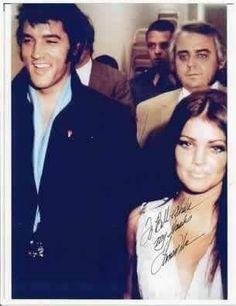 Elvis Presley Facts, Elvis Presley Priscilla, Elvis Presley Family, Elvis Presley Photos, Lisa Marie Presley, Famous People In History, John Lennon Beatles, Chuck Berry, Famous Stars