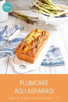 Il #plumcake agli #asparagi è una proposta originale in versione salata del tradizionale plumcake, facile e veloce da preparare! Come vedi, asparagi all'interno (cotti prima a vapore e poi fatti saltare velocemente in padella) ma anche all'esterno, poiché l'ho decorato disponendo i gambi interi, scandendo così la sua superficie con un tocco rustico. Plum Cake, Strudel, Vegan Vegetarian, Italian Recipes, Quiche, French Toast, Food Ideas, Muffin, Pizza