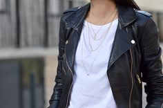 blog mode supperposition accumulation de bijoux perfecto noir cuir t-shirt blanc basique