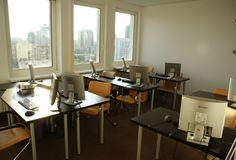 Komfortowe warunki do prowadzenia szkoleń z wykorzystaniem komputerów stacjonarnych.