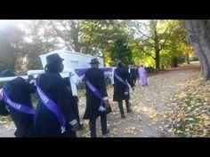 Traditioneele Surinaamse Begrafenis Met Wi Kan Du Dragers. Top Class!!.