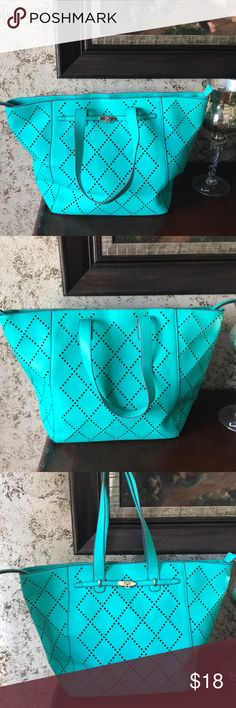 JustFab | Made in the US | Gorgeous purse | Turquoise color | Cute for a day out | JustFab Bags Shoulder Bags