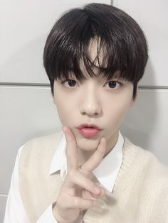 """""""Its soobin! Today too, thank you to a lot of our MOAs who came that cheered for us and had loved us Its also late, sleep well! Txt Magic, Thank You For Today, South Korean Boy Band, Boy Bands, Boy Groups, Twitter Update, Male Hands, Ulzzang Couple, Babies"""