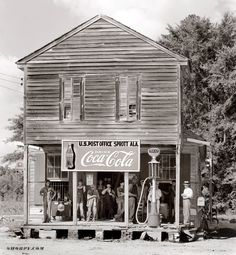 Walker Evans, Crossroads store at Sprott, Alabama. 1935 or 1936