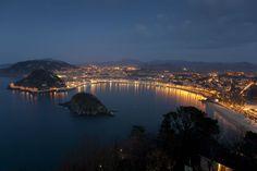 La ciudad no sería lo mismo sin la bahía que la hizo famosa y que fue la excusa elegida por la alta aristocracia para pasar sus veranos en Donostia.