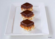 חטיפי שוקולד וקרמל מלוח כשרים לפסח Flourless Desserts, Waffles, Sweet Tooth, Cookies, Breakfast, Blog, Crack Crackers, Morning Coffee, Biscuits