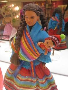Barbie Peruana... capaz con esta si hubiese jugado. Barbie con aguayo