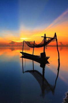 15 Beautiful Sunrise and Sunset Photos Travel Pictures, Cool Pictures, Cool Photos, Beautiful Pictures, Pictures Images, Magic Places, Tableau Design, Beautiful Sunrise, Perfect World