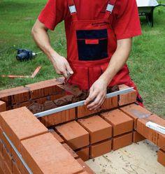 Murowany grill. Budowa grilla ogrodowego z klinkieru - krok po kroku - murator.pl Brick Grill, Bbq Area, Backyard Bbq, Bbq Grill, Outside Wood Stove, Campfires, Pallets, Courtyards, Build A Bbq