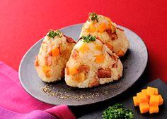フライドガーリックとチーズのコンソメおにぎり (レシピNo.2334)|ネスレ バランスレシピ  http://nestle.jp/recipe/recipe/2300_2399/02334