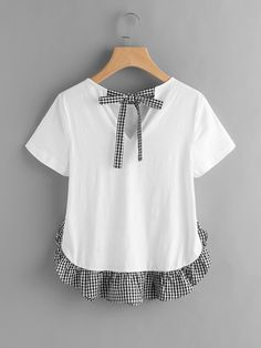 Shop Checkered Bow Back And Ruffle Trim Slub T-shirt online. SheIn offers Checkered Bow Back And Ruffle Trim Slub T-shirt & more to fit your fashionable needs. Tumblr Outfits, Chic Outfits, Diy Clothing, Sewing Clothes, Blouse Styles, Blouse Designs, Diy Fashion, Fashion Outfits, Fashion Design